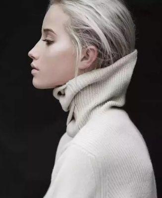 高领毛衣搭配什么发型 高领毛衣该配什么发型