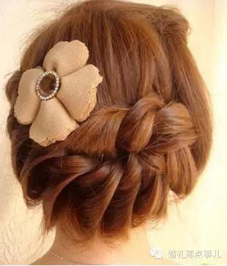 头发又多又硬适合什么发型  头发多又厚的女生适合什么发型